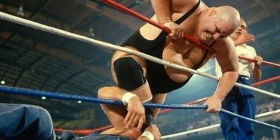 """وفاة عملاق المصارعة الحرة """"كينغ كونغ"""" بشكل مفاجئ"""