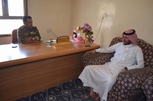 """مدير شرطة سقطرى يناقش مع """"مقبل """" تهيئة المراكز الأمنية بالمحافظة (صور)"""