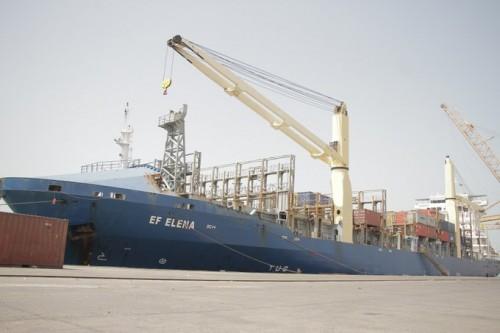 وصول الباخرة إي أف إيلينا إلى ميناء الحديدة خلال ستة أشهر