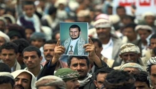"""""""ابن الحوثي"""" رفقة الساقطات.. لقطات تُزيد من فضائح المليشيات"""