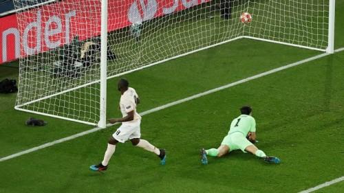 مانشستر يونايتد يصدم باريس سان جيرمان بهدفين في الشوط الأول
