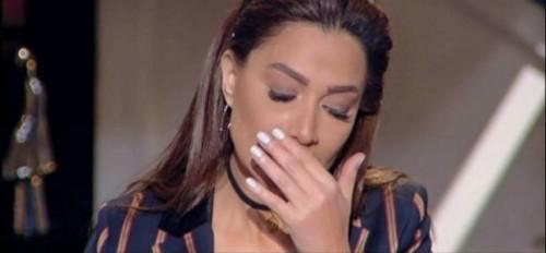الإعلامية بسمة وهبة تدخل في نوبة بكاء بسبب ابنها (فيديو)