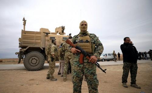 """400 داعشياً يسلمون أنفسهم لقوات """"قسد"""" بسوريا"""
