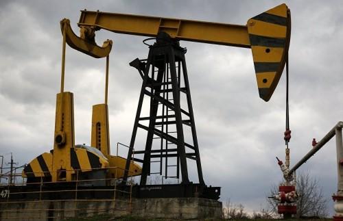 بهذا الرقم.. النفط يسجل هبوطاً طفيفاً