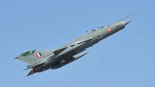 سقوط طائرة حربية هندية على حدود باكستان