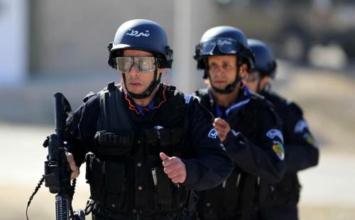"""الشرطة الجزائرية تكشف حقيقة وقوع وفيات من أفرادها خلال تظاهرات """" الجمعة """""""