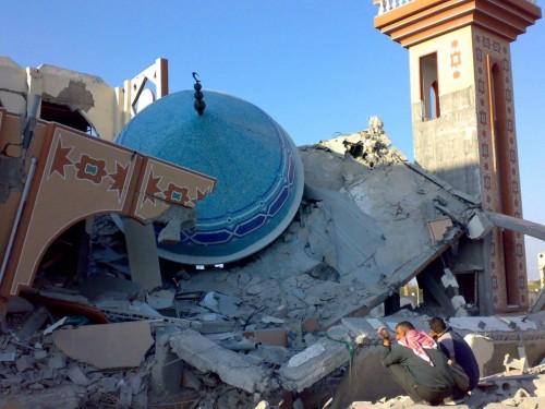 """انتهاكات حوثية لـ""""بيوت الله"""".. منابر متطرفة تغرس بذرة الإرهاب"""