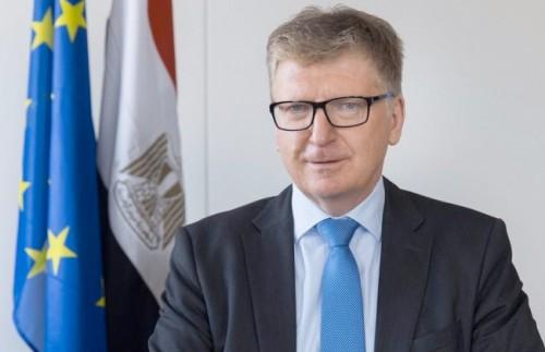 سفير الاتحاد الأوروبي بالقاهرة يعلق على إلغاء رسوم الاستيراد على السيارات
