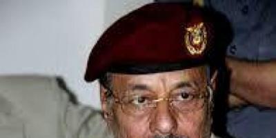"""إقالة اللواء يحيى صلاح.. حصار حجور يطيح بـ""""ذراع محسن الأحمر"""""""
