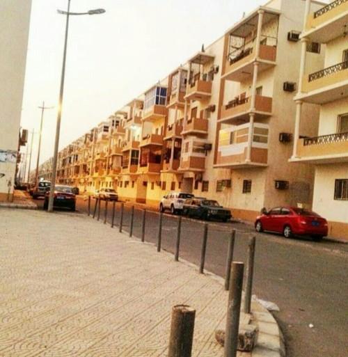 """مواطنون لـ """"المشهد العربي"""": جشع ملاك المساكن في عدن وصل إلى الجنون"""