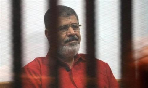 """مصر تحاكم """" مرسي """" و28 آخرين في """" اقتحام الحدود الشرقية """""""
