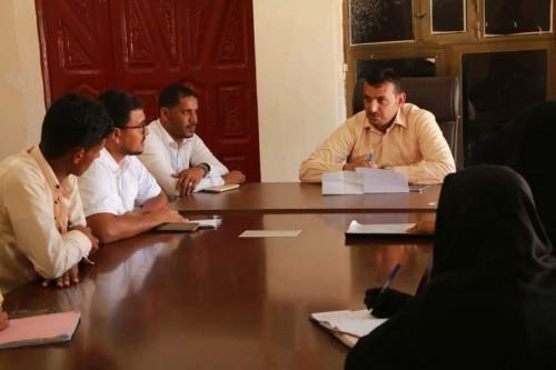 محافظ سقطرى يلتقي بالهيئة الإدارية للمجلس الطلابي لكلية التربية