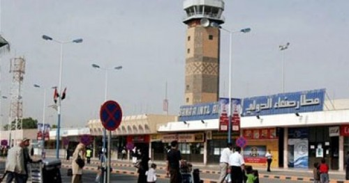 بتظاهرة مفتعلة.. الحوثي يغطي على تحويل مطار صنعاء لثكنة عسكرية