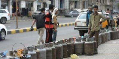 """أزمة وقود """"مفتعلة"""" في صنعاء.. أرباحٌ حوثية على نفقة صرخات الفقراء"""