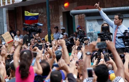 """بسبب أزمة الكهرباء.. تظاهرات بفنزويلا بمشاركة """"جوايدو"""""""
