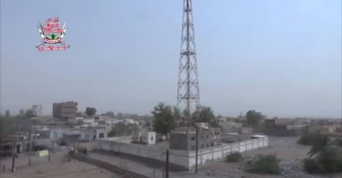 مليشيات الحوثي تقصف مواقع العمالقة بقذائف المدفعية بالتحيتا