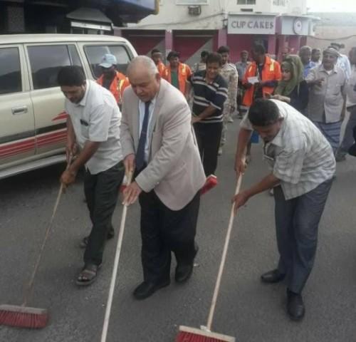 قيادة الانتقالي بالمعلا تنظم حملة نظافة لأقدم شوارع المدنية