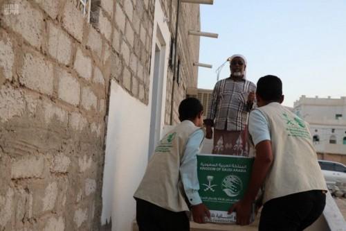 توزيع 302 سلة غذائية على المعاقين والمكفوفين بتريم