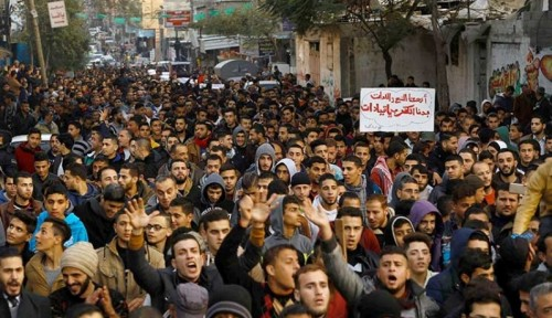 تظاهرات واسعة تجتاح غزة رفضاً لضرائب فرضتها حماس