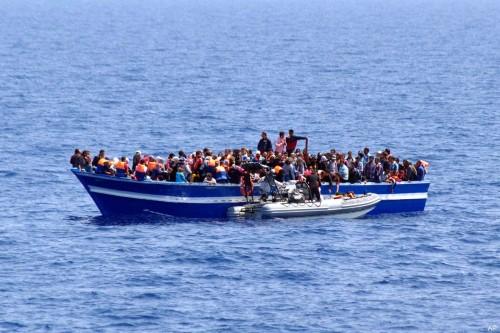 بعد غرق 45.. إنقاذ 21 مهاجراً قرابة سواحل المغرب