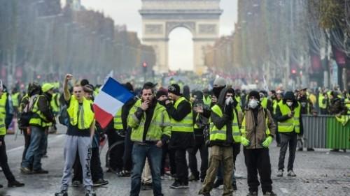 في السبت الثامن عشر.. مواجهات حادة بين متظاهرين والشرطة الفرنسية