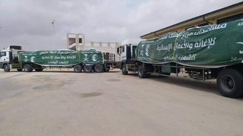 """توزيع الدفعة الثانية من خيام """"سلمان للإغاثة"""" لمتضرري إعصار لبان بالمهرة (صور)"""