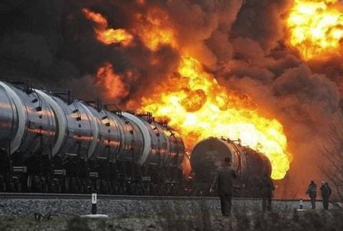 مقتل مواطنين في انفجار بأحد قطارات باكستان