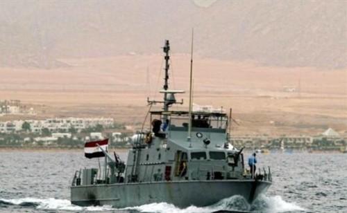 البحرية المصرية تنقذ سائحين فرنسيين من الغرق