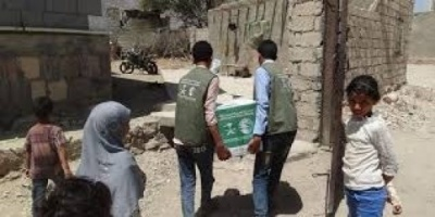 """""""سلمان للإغاثة"""" يوزع 630 سلة غذائية على النازحين في الضالع"""