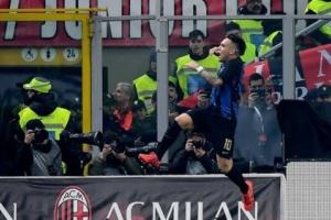 """إنتر ينتزع فوزا مثيرا من ميلان في """"ديربي الغضب"""" بالدوري الإيطالي"""