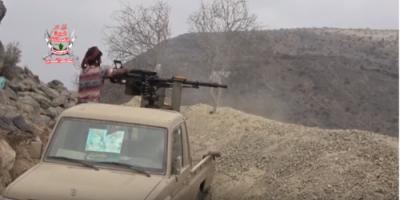 قوات العمالقة تؤمن وادي المقصب في البرح بعد تحريره من مليشيات الحوثي (فيديو)