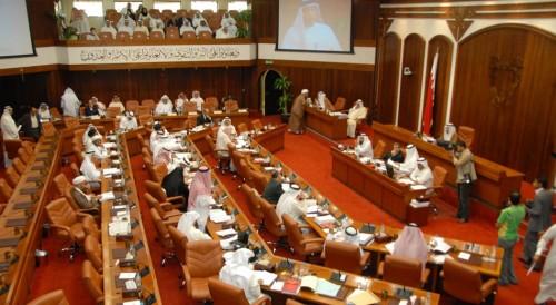 شاهد.. اشتباكات بالأيدي بين أعضاء البرلمان البحريني