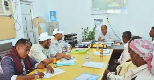 """وضع الخطوط الأساسية لمشروع """"تحسين سبل المعيشة الزراعية"""" في غيل باوزير"""