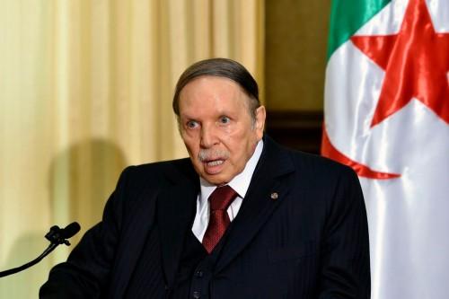 """مسؤول جزائري يطالب برد عاجل من """" بوتفليقة """" على الرفض الشعبي للتمديد"""