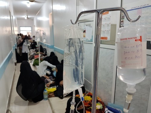 بشهادة خبراء البيئة ومنظمة الصحة.. الحوثيون يقتلون اليمنيين بـ«الكوليرا»