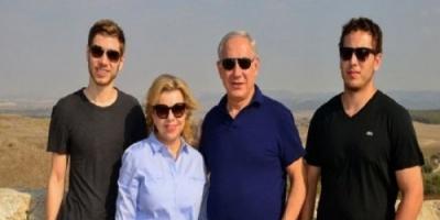 صحيفة تكشف.. إيران اخترقت هاتف زوجة ونجل نتنياهو بهدف التجسس