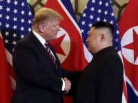 """كوريا الشمالية تستجدي واشنطن لرفع العقوبات والثانية تشترط نزع """"النووي"""""""