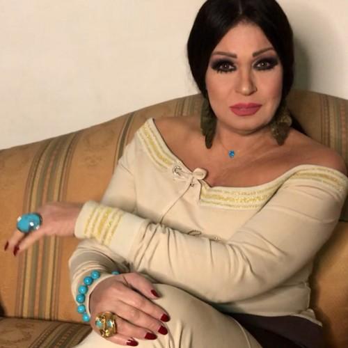 """بعد وعكتها الصحية.. فيفي عبده لجمهورها :""""بحبكم"""""""