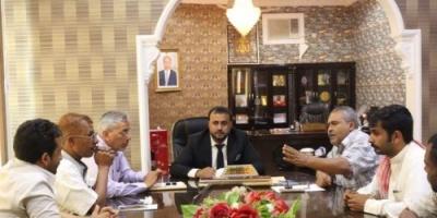 توجيهات بإعادة تأهيل طرق وشوارع مديريات محافظة المهرة
