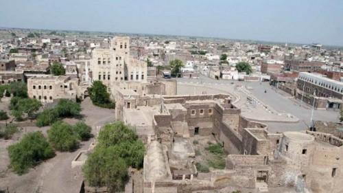 بقوة السلاح ..مليشيات الحوثي تجبر أهالي مدينة زبيد على التبرع للمجهود الحربي