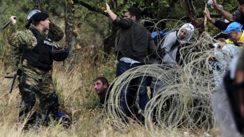 الجيش اليوناني يعذب مهاجر جزائري  غير شرعي على الحدود التركية