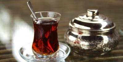 احذر..الشاي الساخن قد يصيبك بمرض قاتل