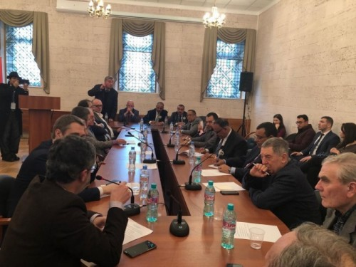 الرئيس الزبيدي يلتقي رئيس مركز الدراسات العربية بروسيا ويكرم عدد من الباحثين