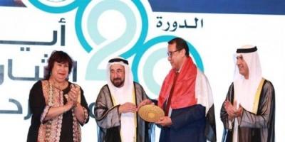 """حاكم الشارقة يمنح جائزة أفضل عرض مسرحي عربي لـ """" الطوق والأسورة """""""