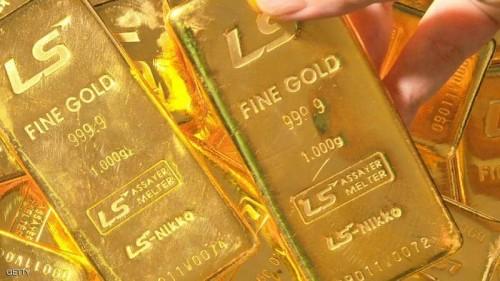 الذهب ينخفض تأثرًا بالبيانات الأمريكية