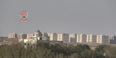مليشيات الحوثي تقصف مواقع العمالقة والقوات المشتركة في الحديدة