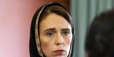 شاهد.. رئيسة وزراء نيوزيلندا تحضر خطبة الجمعة بالحجاب (فيديو)