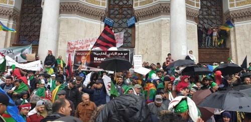 للجمعة الخامسة.. احتجاج آلاف الجزائريين ضد قرارات بوتفليقة (صور)