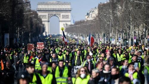 بطائرات دون طيار.. فرنسا تواجه تظاهرات السترات الصفراء