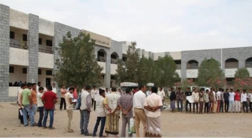 مليشيات الحوثي تغلق مدارس في بيت الفقيه بالحديدة وتزج بالطلاب للقتال